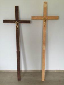 Mediniai kryžiai su dekoracijomis